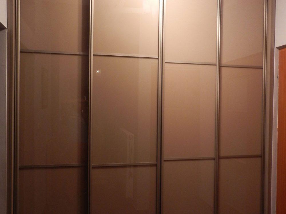 Podwójna szafa z przeszklonymi drzwiami przesuwnymi