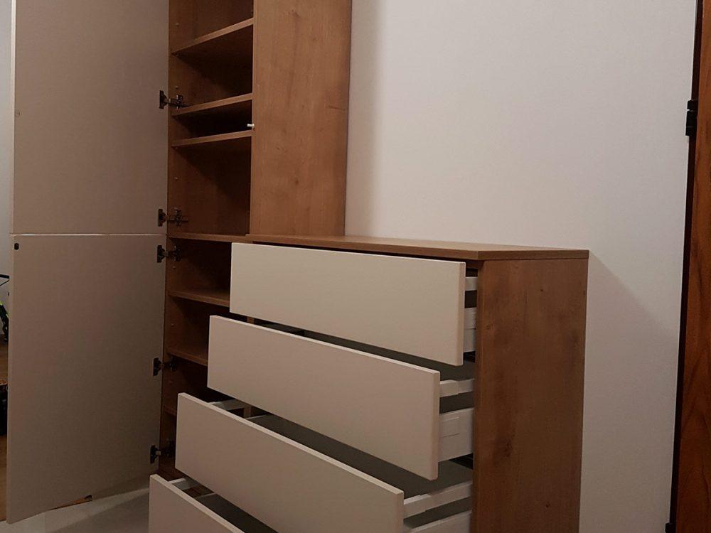 Komplet mebli do przedpokoju -otwarte fronty i wysunięte szuflady